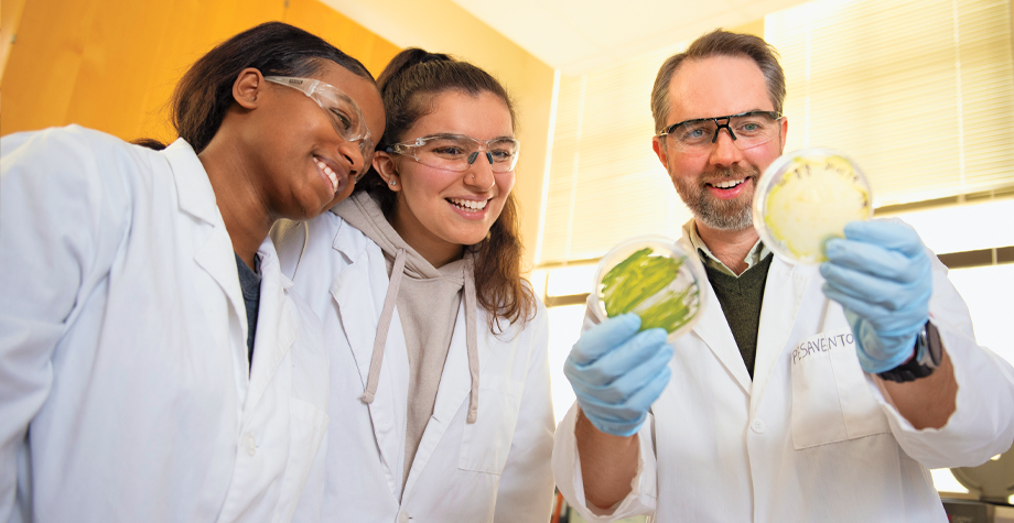 Assistant Professor Jim Pesavento (right) with students De'andranique Jones '22 (left) and Henna Shaghasi '21 (middle)