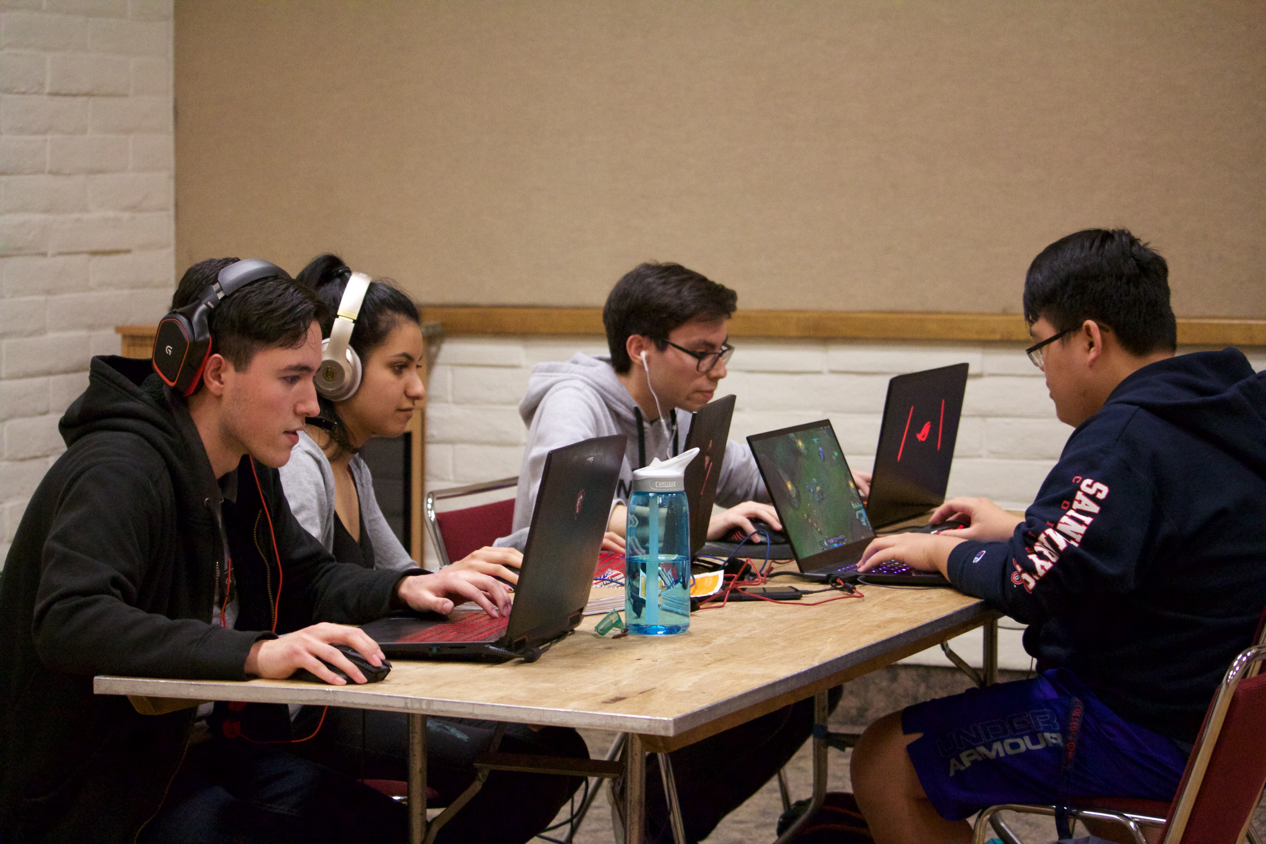 Students play at the League of Legends.