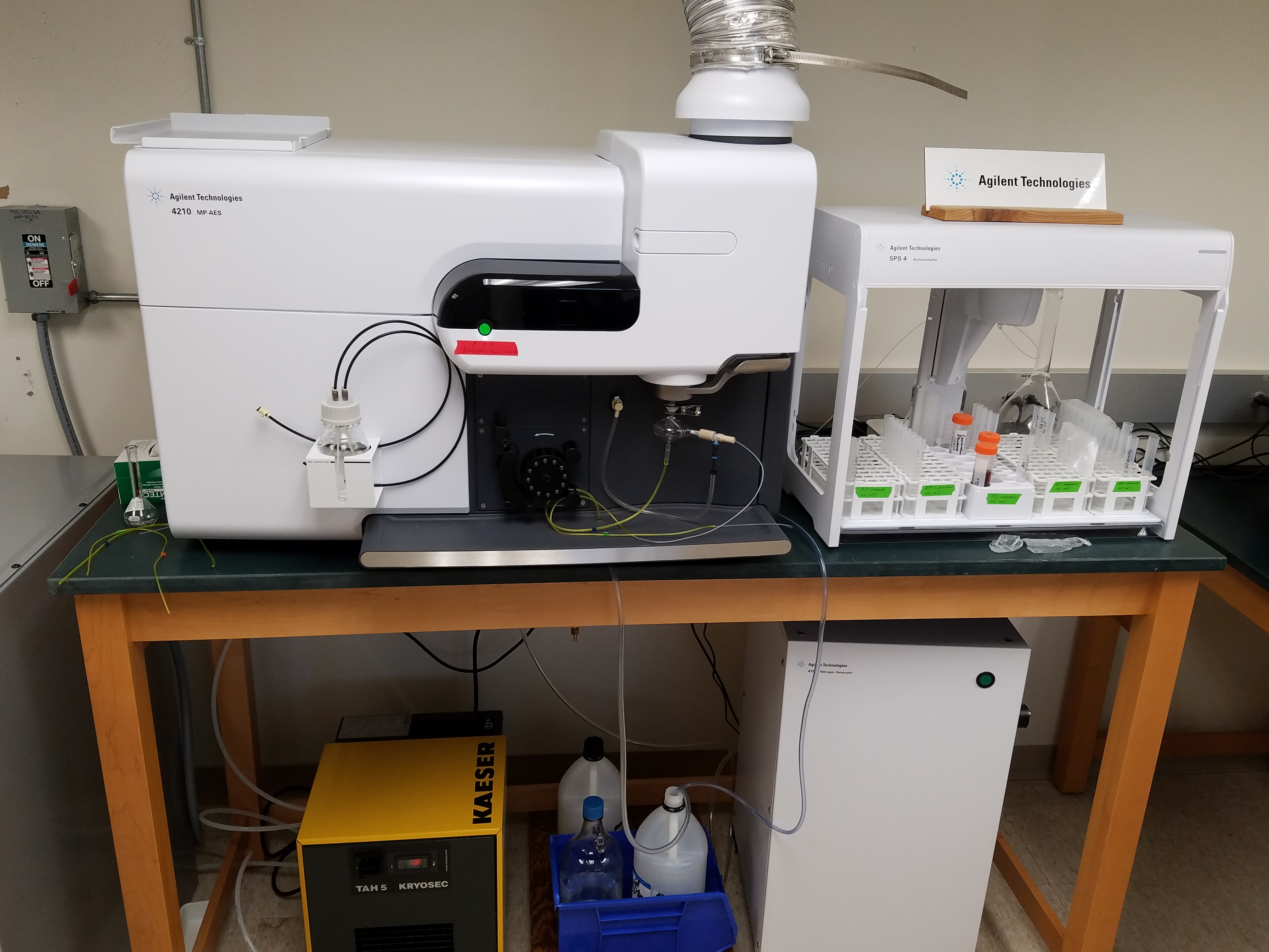 MP-AES with autosampler and nitrogen gas generator