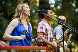 "Liz Seagrave Nunan '03 and the band ""Talk Tonight"" played in the Redwood Grove."