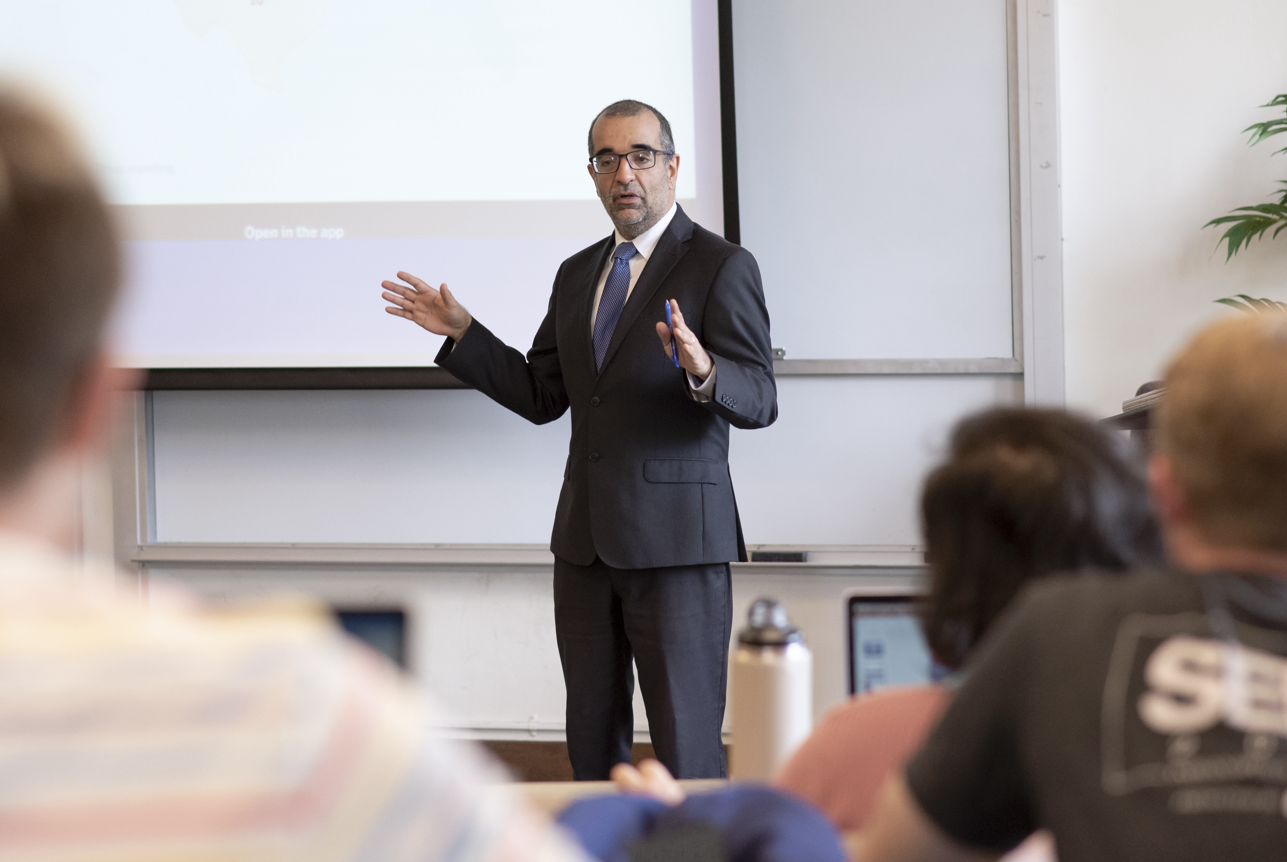 Marco Aponte Moreno, Associate Professor of Management, Saint Mary's College of California, School of Economics and Business Administration, Undergraduate, Graduate Business