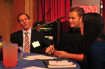 Peter Kelly talked with SMC students at the Dine with Alums event.