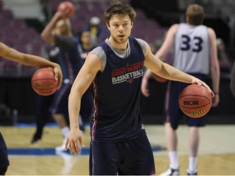 Dellavedova warming up before the game in Michigan