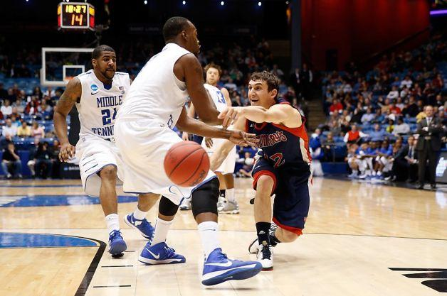 Jordan Giusti passes the ball in the game against Middle Tennessee State in Dayton.