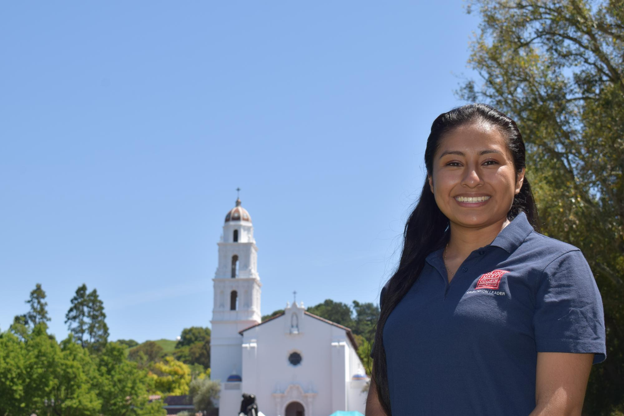 Hola! I am Lindsey Aquino Robles and I am from Santa Cruz, CA. I am a sophomore at SMC and am double majoring in political science and Spanish. I am involved with Balle Folklorico, Jazz Band and AVP. I am really looking forward to meeting all of the incoming students!