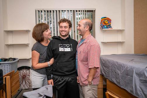 New students move into dorms with the help of Wowies.