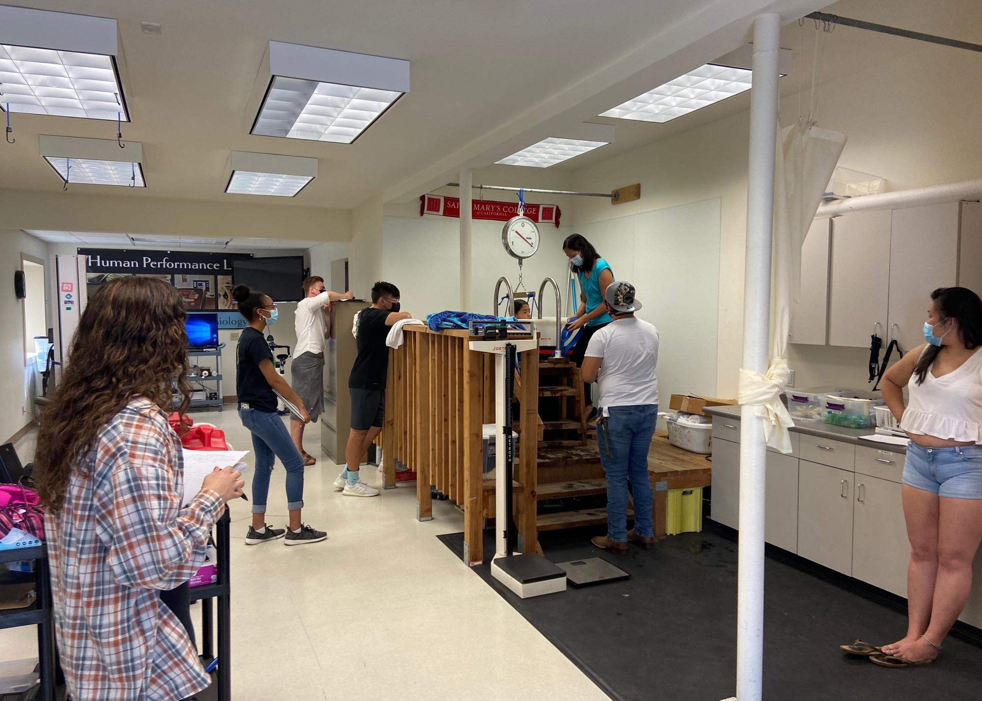 exercise physiology class in human performance lab